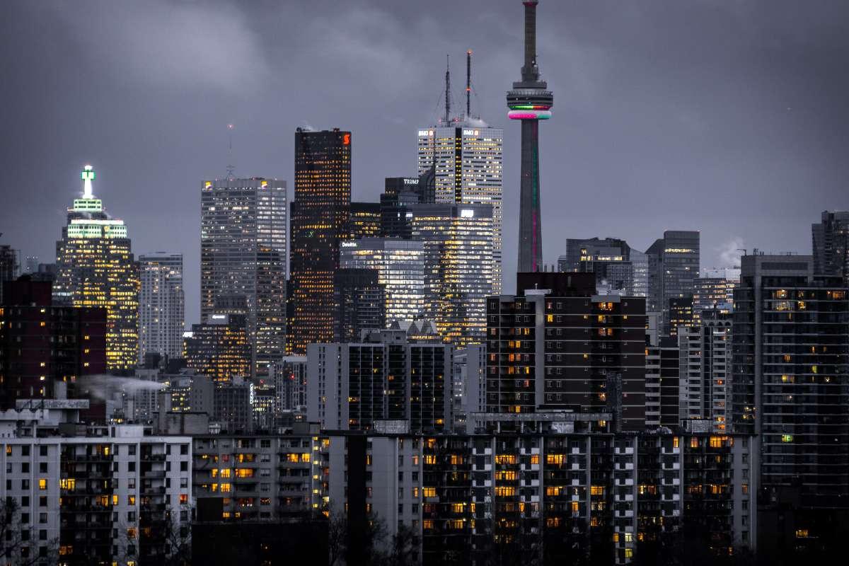 Abendliche Skyline Aufnahme von Toronto, Kanada